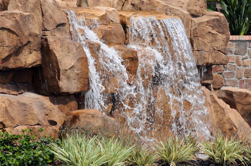 budowa sztucznych skał dla parków wodnych