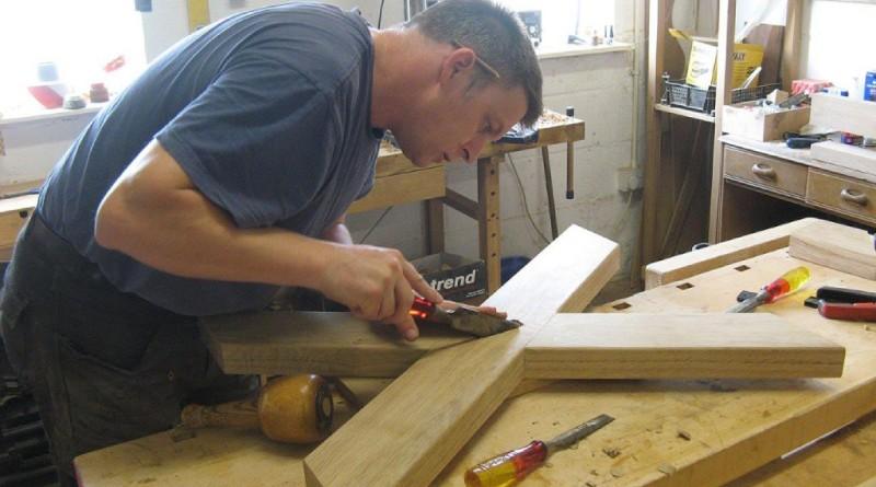 Jake-Humphries-of-Uniqueworks-Handmade-Furniture-Creating-a-Welsh-Oak-Cross-Legged-Table-1024x768