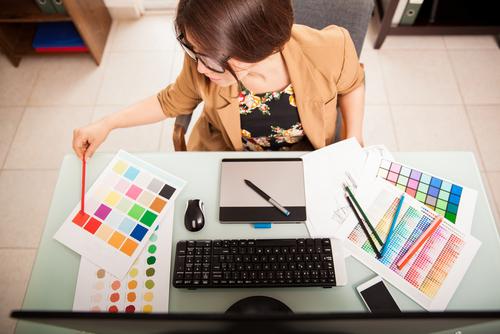 Kim jest projektant wnętrz i na czym polega jego praca?