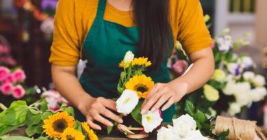 Kariera florysty – od pracy wolontariusza po sprzedaż kwiatów online – czego jeszcze się spodziewać w tym zawodzie?