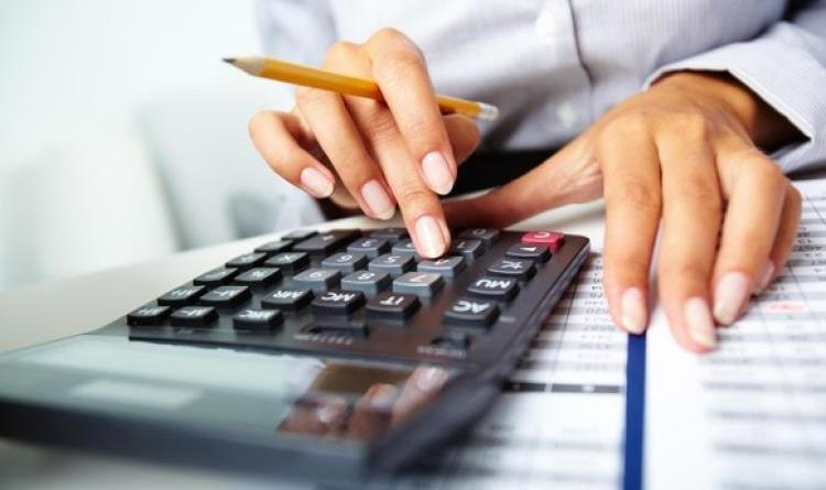 accountant-calculator-580x358