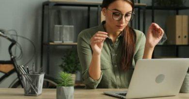 Wada wzroku spowodowana złym oświetleniem na stanowisku pracy – czy możesz ubiegać się o odszkodowanie?
