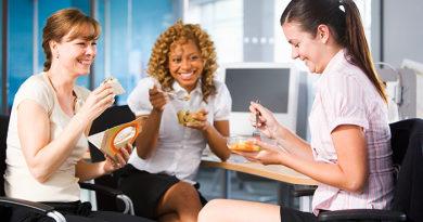 Skuteczne sposoby na zrzucenie zbędnych kilogramów przy pracy siedzącej