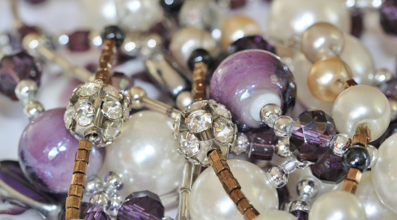 Biżuteria ręcznie robiona – jak znaleźć swoją niszę?