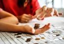Kto może skorzystać z darmowych pożyczek i na czym one polegają?