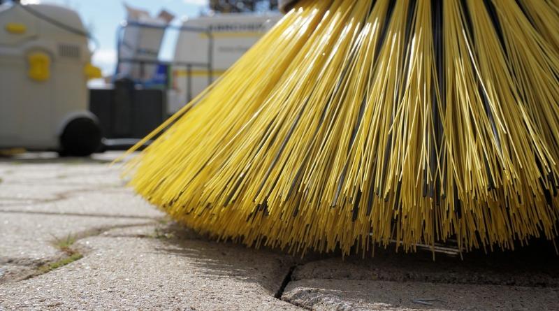 sweeper-1687444_1280