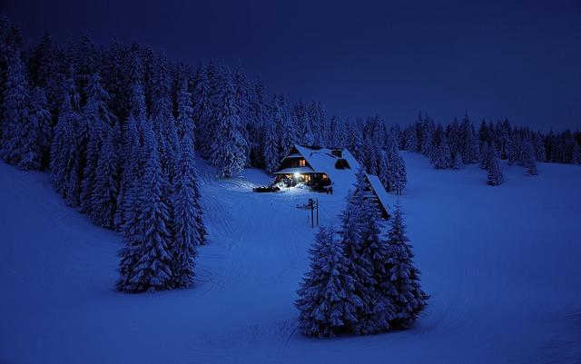 snow-3373432_640