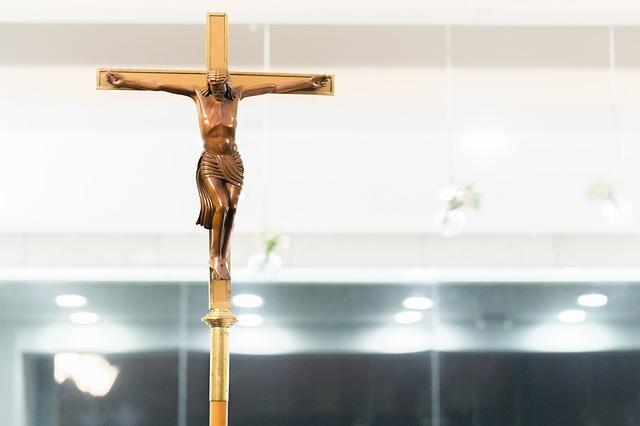 crucifix-3410243_640
