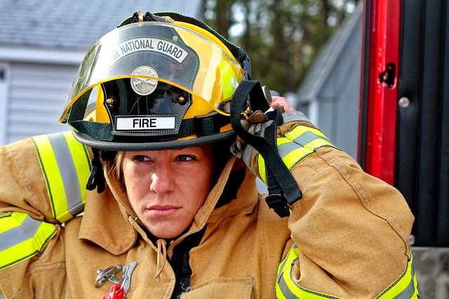 woman-fire-fighter-958266_640