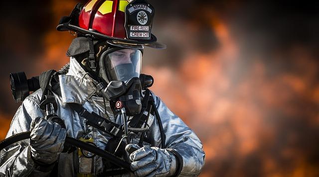 firefighter-752540_640