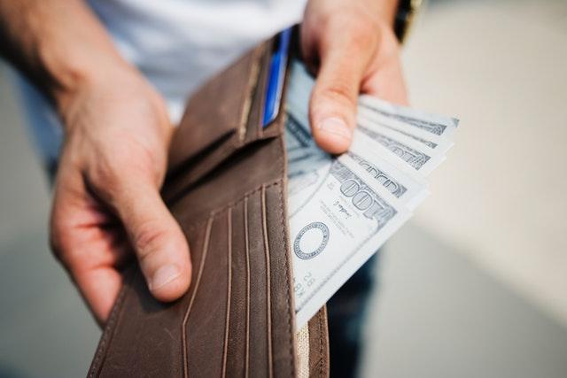 Jak pożyczać, aby nie wpaść w długi?