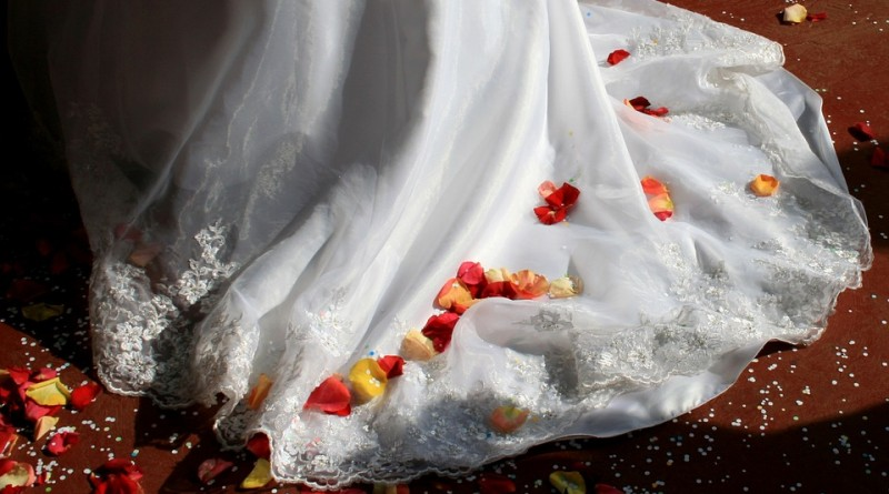 wedding-dress-168979_960_720